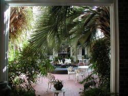 NO hotel courtyard