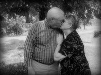 Daily show elders kissing
