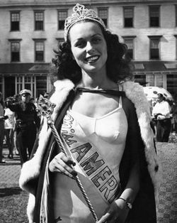 Miss america bess in crown