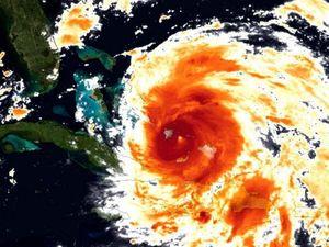 Irene hurricane-irene-eye-110824-02