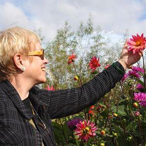 Sos picking flowers