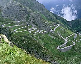 Passo del san gottardo winding road