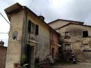 Retignano skinny house