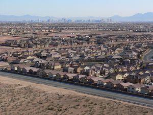 Las_Vegas_Mountains_Edge_1