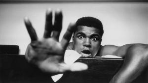 Ali hand up